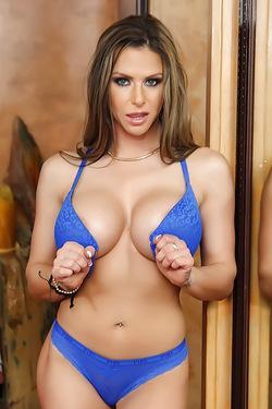 Busty Milf Rachel Raxx