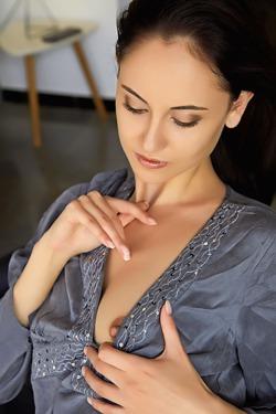 Italian sweetheart Sade Mare looks super sexy