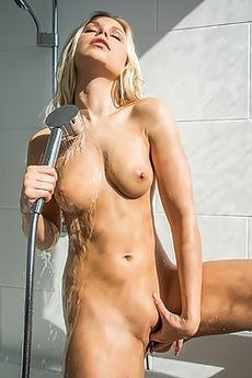 Lara In Wet Dream